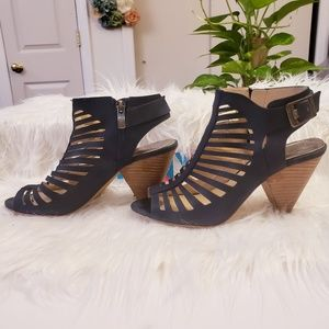 VINCE CAMUTO Caged leather Open toe ankle booties